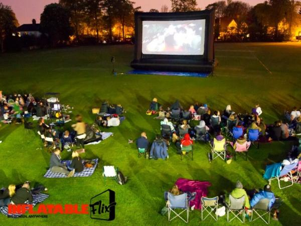 large outdoor movie screen uk